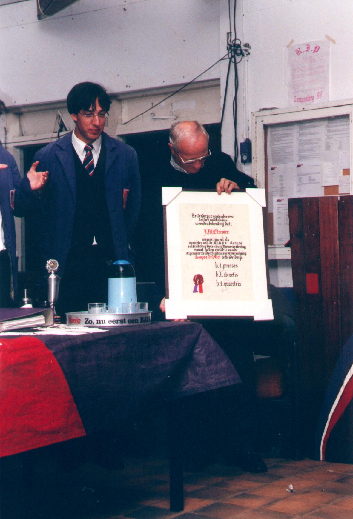 1998-Erelidmaatschap Elsevier op W-ALV
